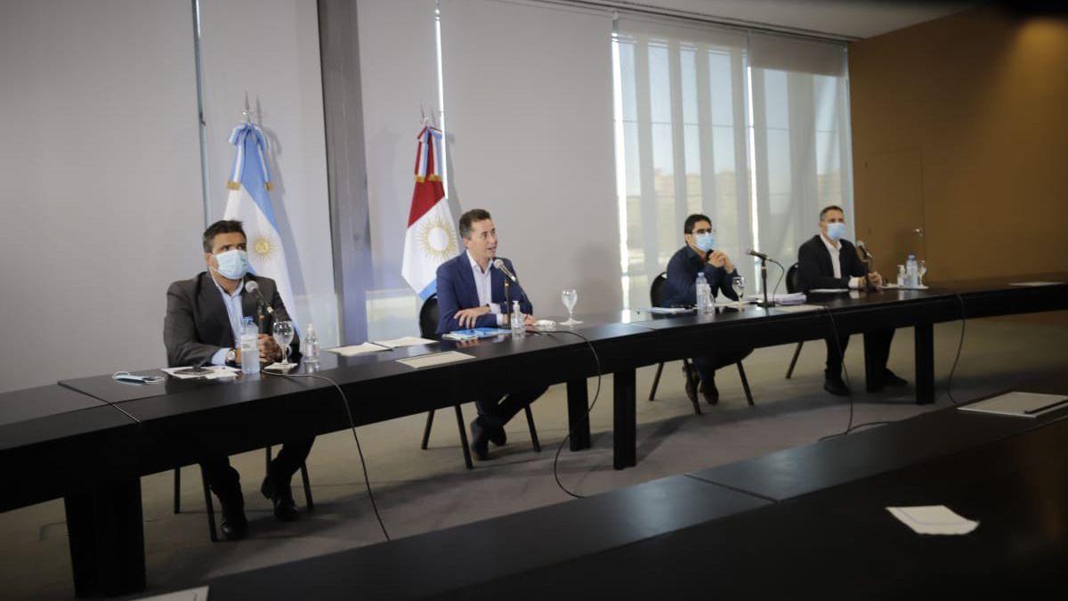 El vicegobernador Manuel Calvo encabeza la reunión de la Mesa de Seguimiento Sanitario.