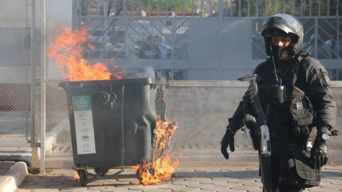 Momentos de tensión en Córdoba en medio de las protestas por la muerte de un preso.