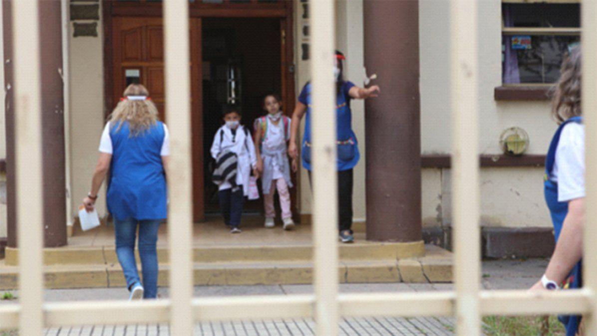 Covid:antes del inicio de clases, ya se activó el protocolo en 21 escuelas