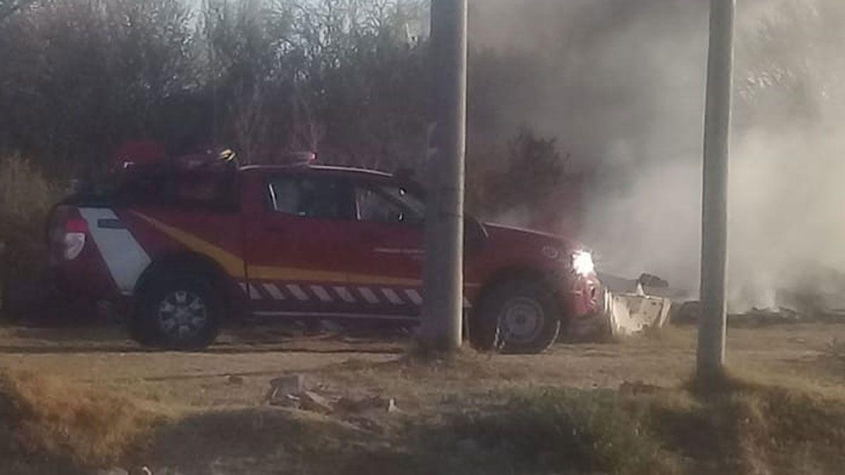 El incendio se desató en un baldío ubicado entre Belisario Roldán y Adelia María