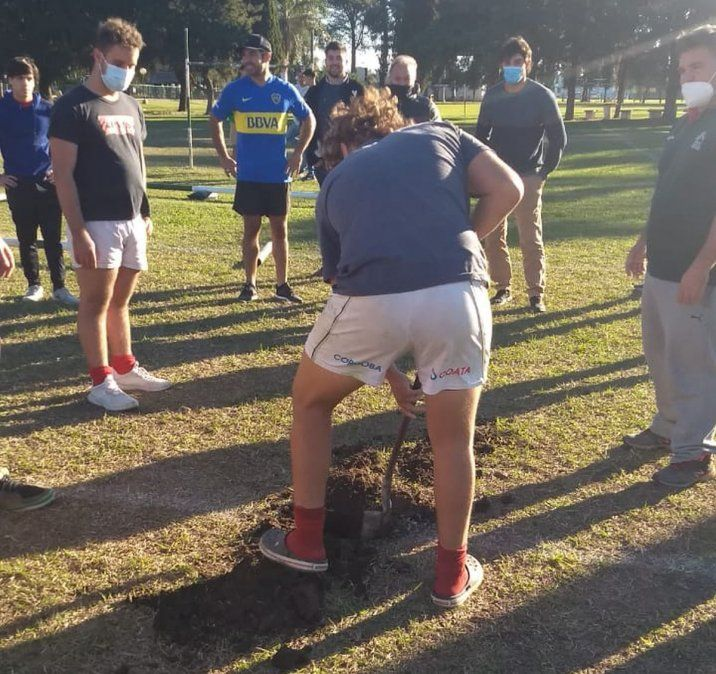 Los jugadores menores de 19 trabajaron luego de la práctica de ayer.