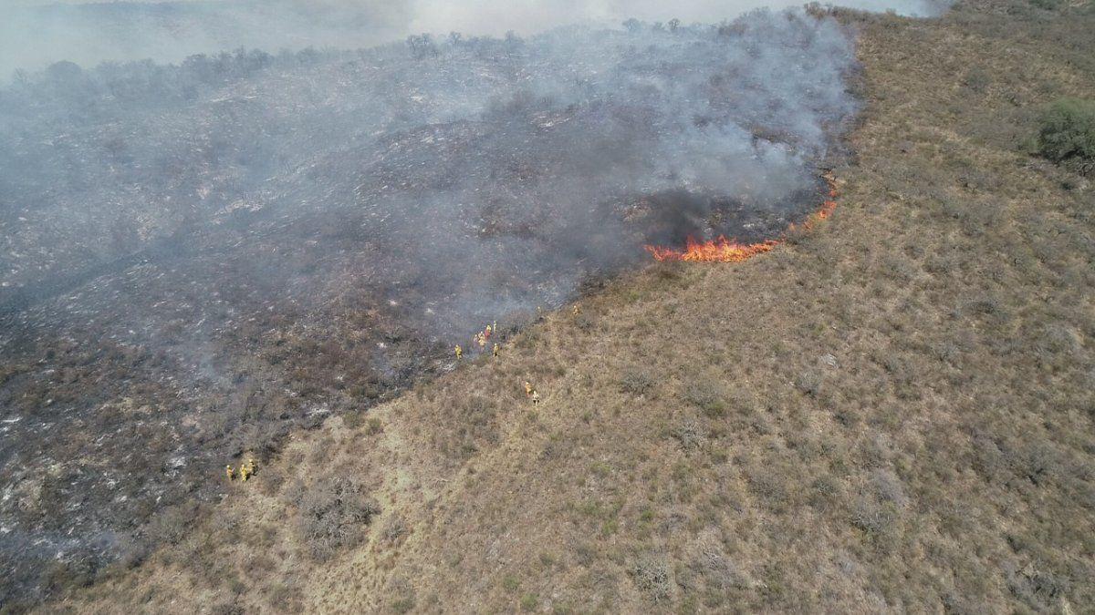 Unos 500 bomberos afrontan otra dura jornada de incendios