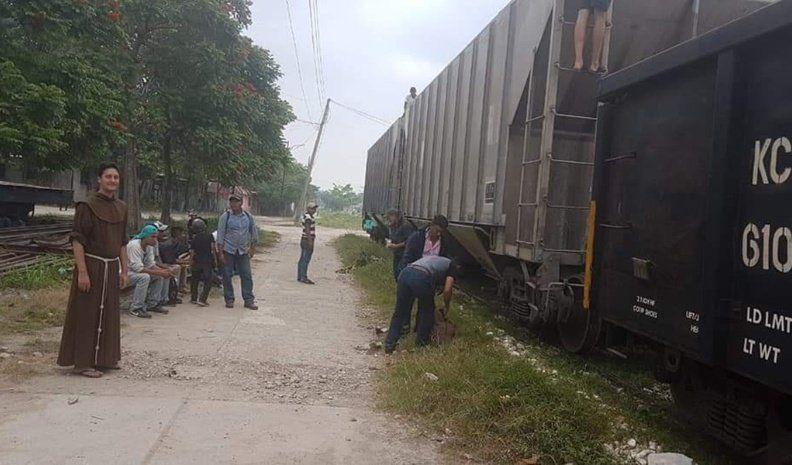 Un franciscano de Bengolea ayuda a migrantes en el refugio mexicano La 72
