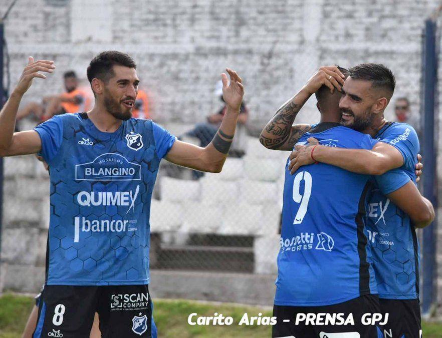 Dos goles tempraneros de Facundo Martínez encaminaron el triunfo de Juniors por 3-1 ante Sportivo Colonia Tirolesa (Gentileza: Carito Arias).