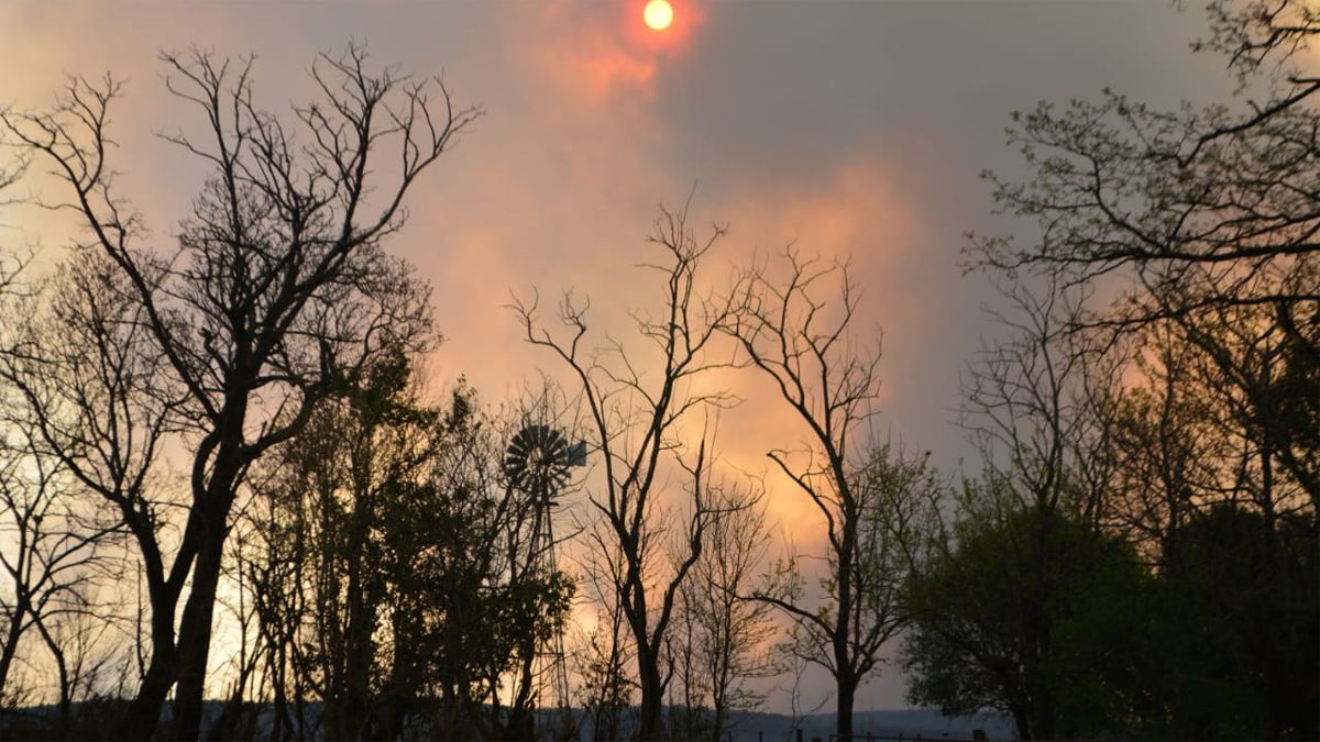 El humo cubrió una amplia zona de la región.