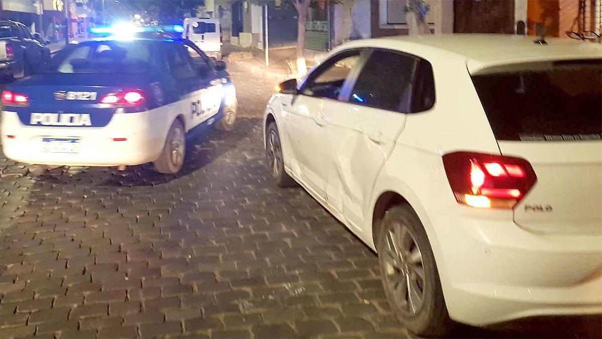 El auto fue dañado en Sobremonte y Pringles.