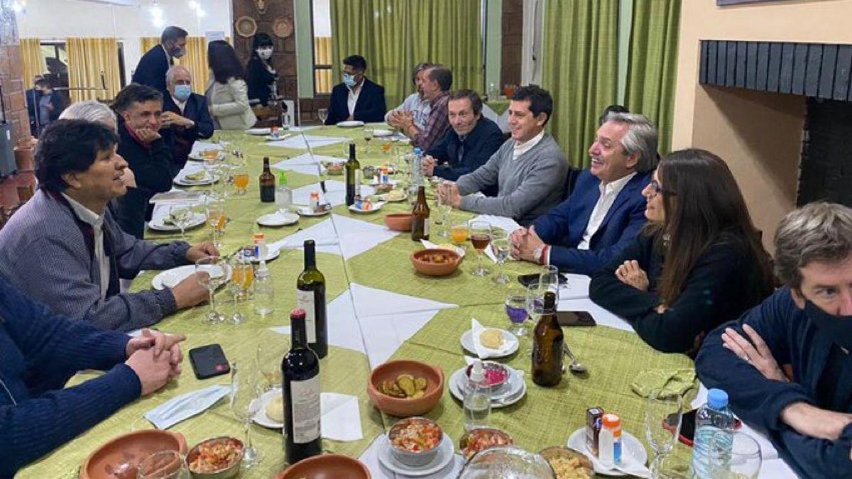 El presidente compartió una cena despedida anoche en Jujuy. Vía:@PerezMoyaTlSUR