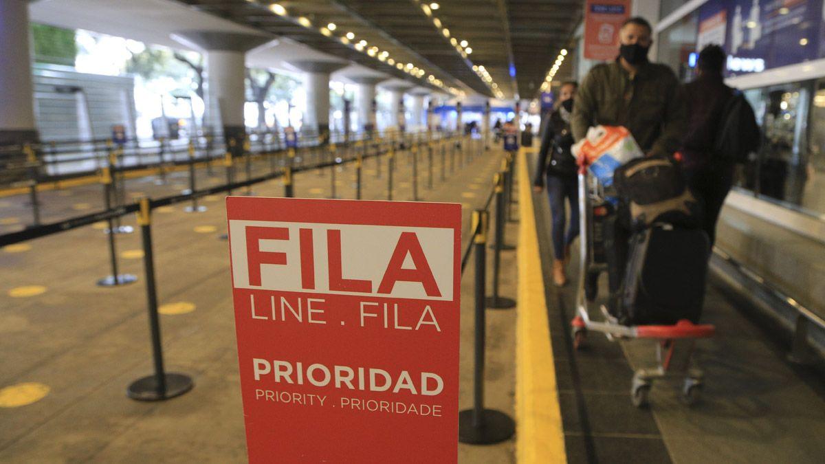 El Ministerio de Salud confirmó otros 9 casos de la variante Delta en viajeros provenientes de distintos países.