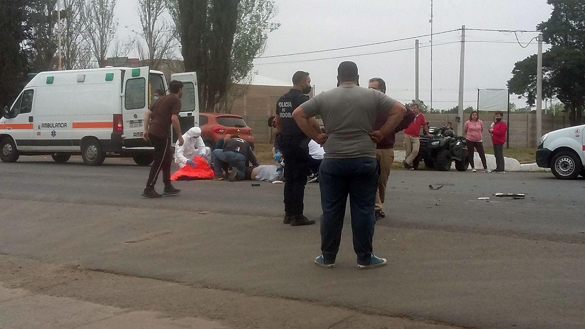 El conductor del cuatricilo recibió las heridas más graves.