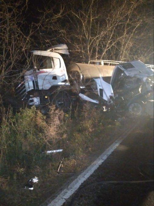 Villa Nueva: impactante choque frontal entre dos camiones