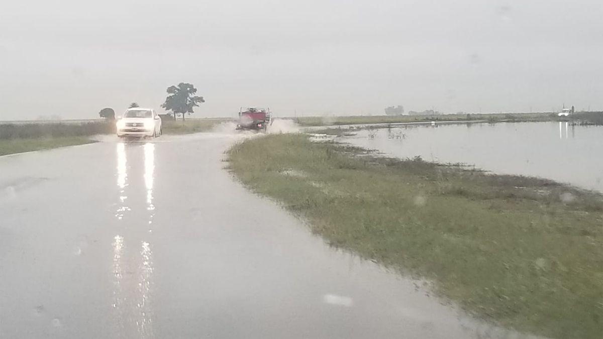 El agua caída encendió la alarma cerca de Arias.