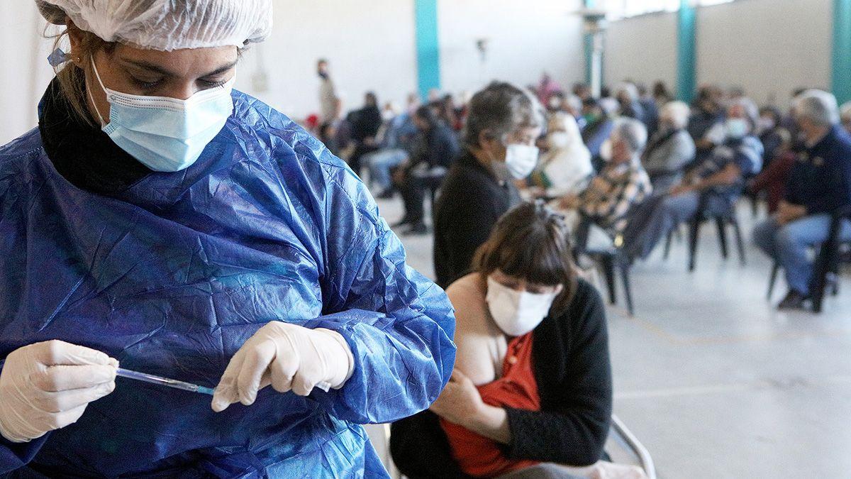 La campaña de vacunación en la ciudad avanza a buen ritmo. (Matías Tambone)