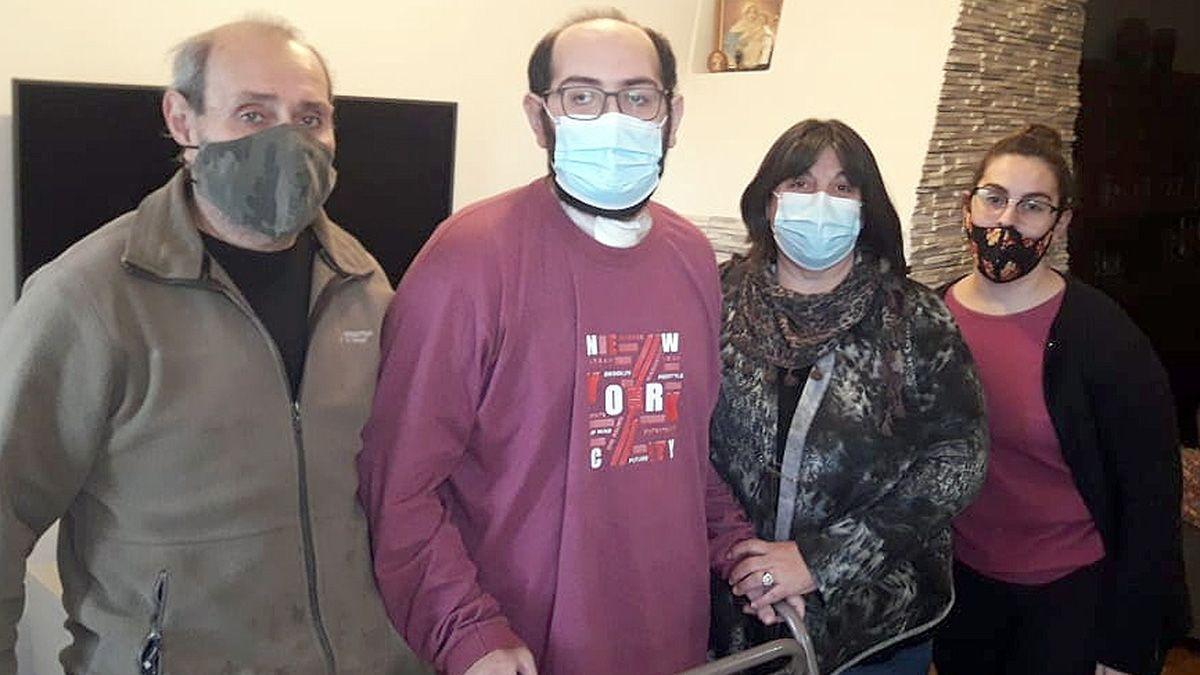 Gonzalo volvió ayer a su casa en Cabrera. Aun con traqueotomía