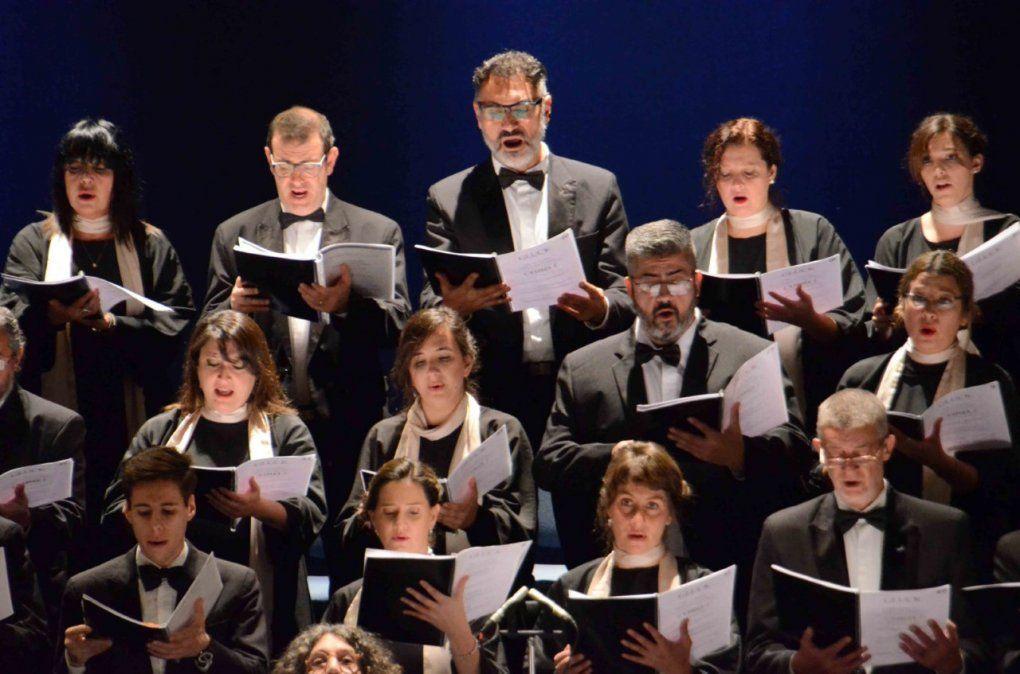 El Coro Polifónico Delfino Quirici cumple 88 y el domingo a las 21hs. se podrá revivir el concierto grabado en vivo el 8 de septiembre de 2019 en la Casa de la Cultura