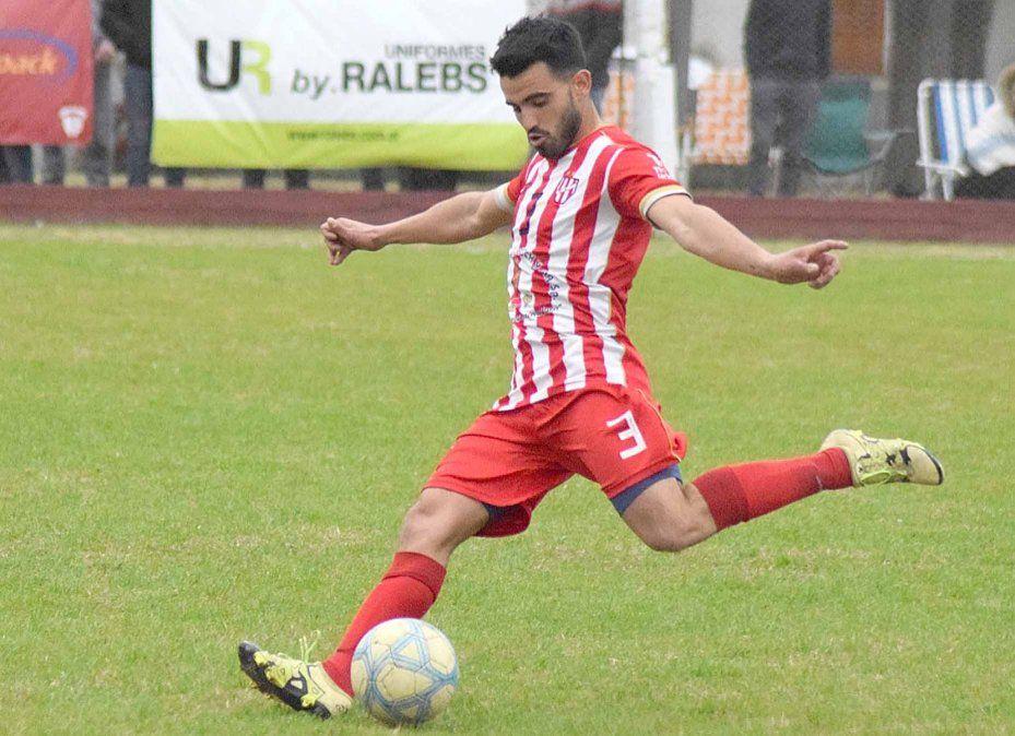 La franja izquierda de Atlético Ticino cuenta con máxima seguridad defensiva
