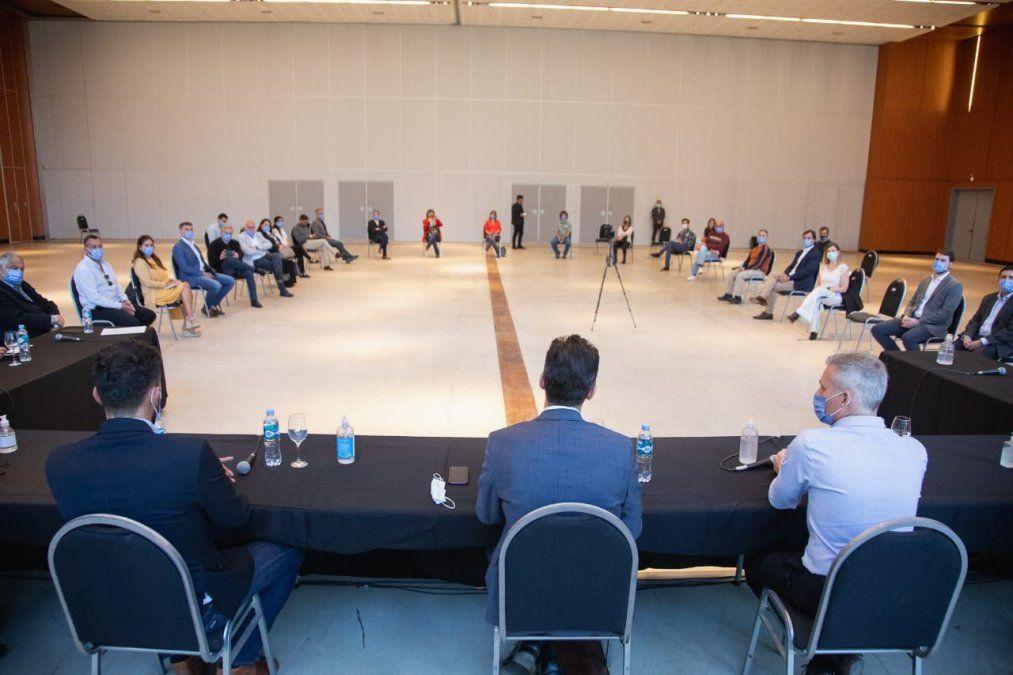 El vicegobernador Calvo encabezó la mesa de trabajo con el sector turístico de Córdoba