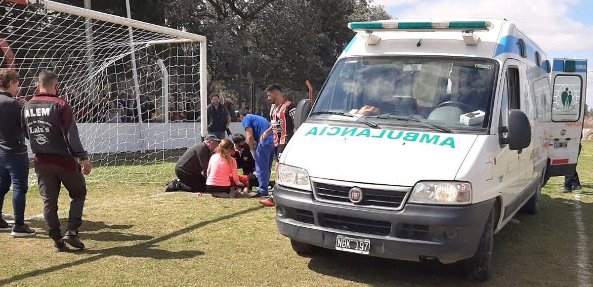 """El show no debe continuar. La ambulancia llegó cuando Matías Gómez ya había reaccionado. El """"1"""" permanecía internado en el Hospital Pasteur."""
