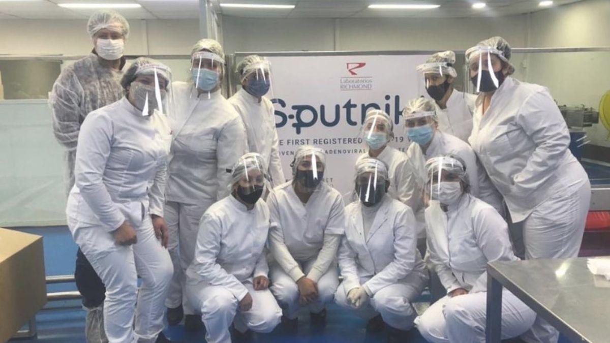 El laboratorio Richmond celebró la finalización del primer lote de Sputnik V.