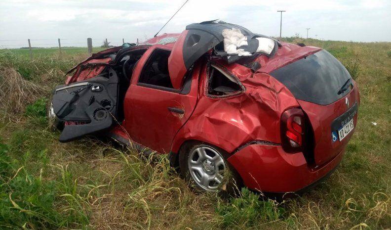 Dos heridos en un violento vuelco cerca de Vicuña Mackenna