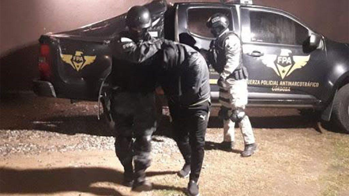 El hombre fue detenido en la vía pública