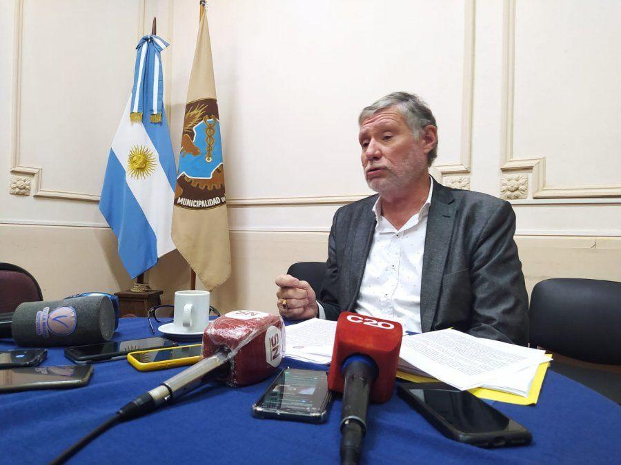 Carlos De Falco brindó una conferencia de prensa en el Concejo Deliberante.