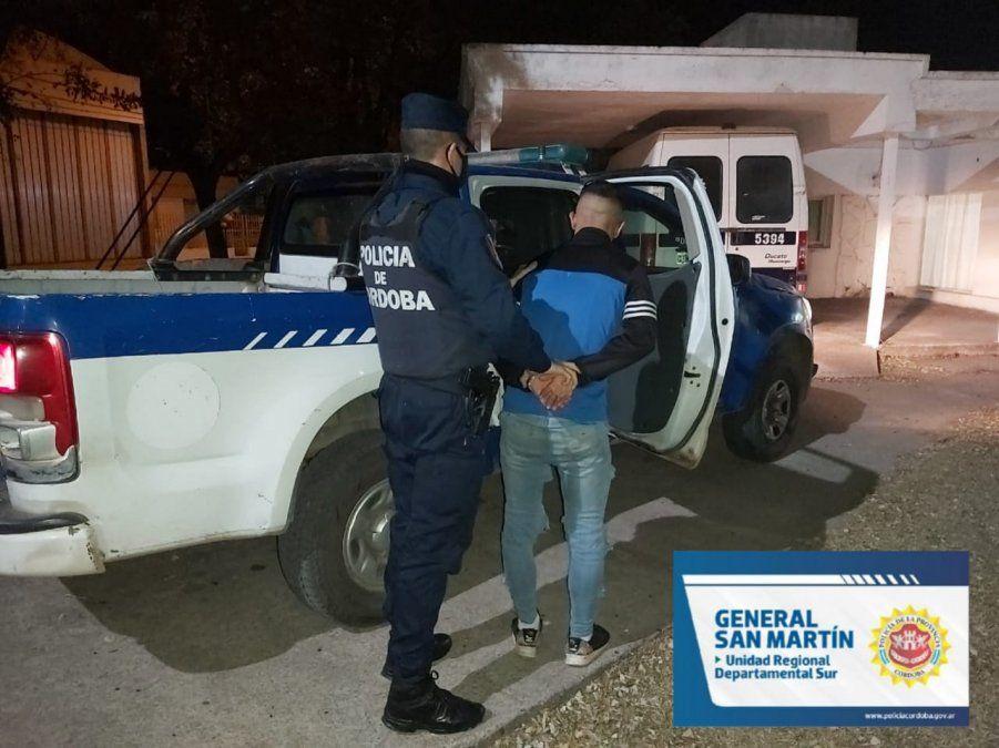 Detenido. Un joven organizador de una fiesta con 25 personas en barrio San Juan Bautista fue alojado en la alcaidía de la ciudad.