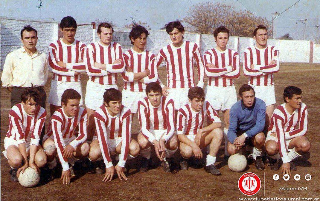 El equipo de Alumni bicampeón de 1970. El Fortinero marcaba otra página dorada.