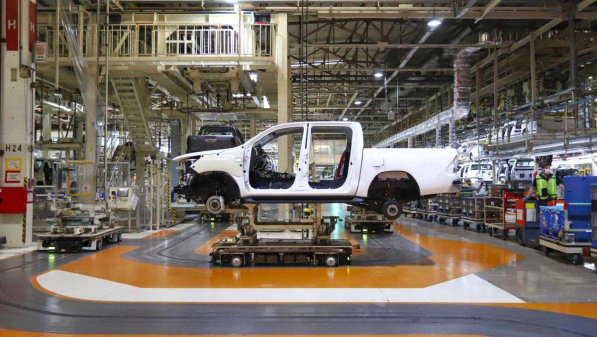Suben las retenciones a las exportaciones de vehículos