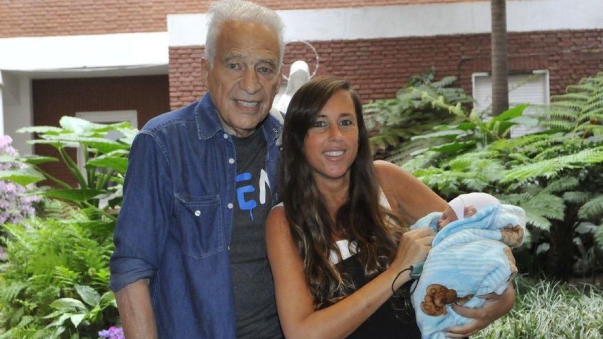 Alberto Cormillot y Estefanía Pasquini presentaron a su hijo Emilio
