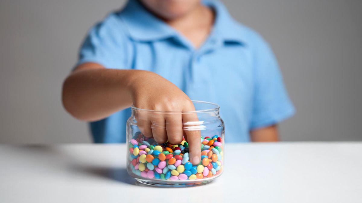 Los niños imitan a los adultos en sus vidas. Sea un modelo a seguir para ellos adoptando estos hábitos saludables.