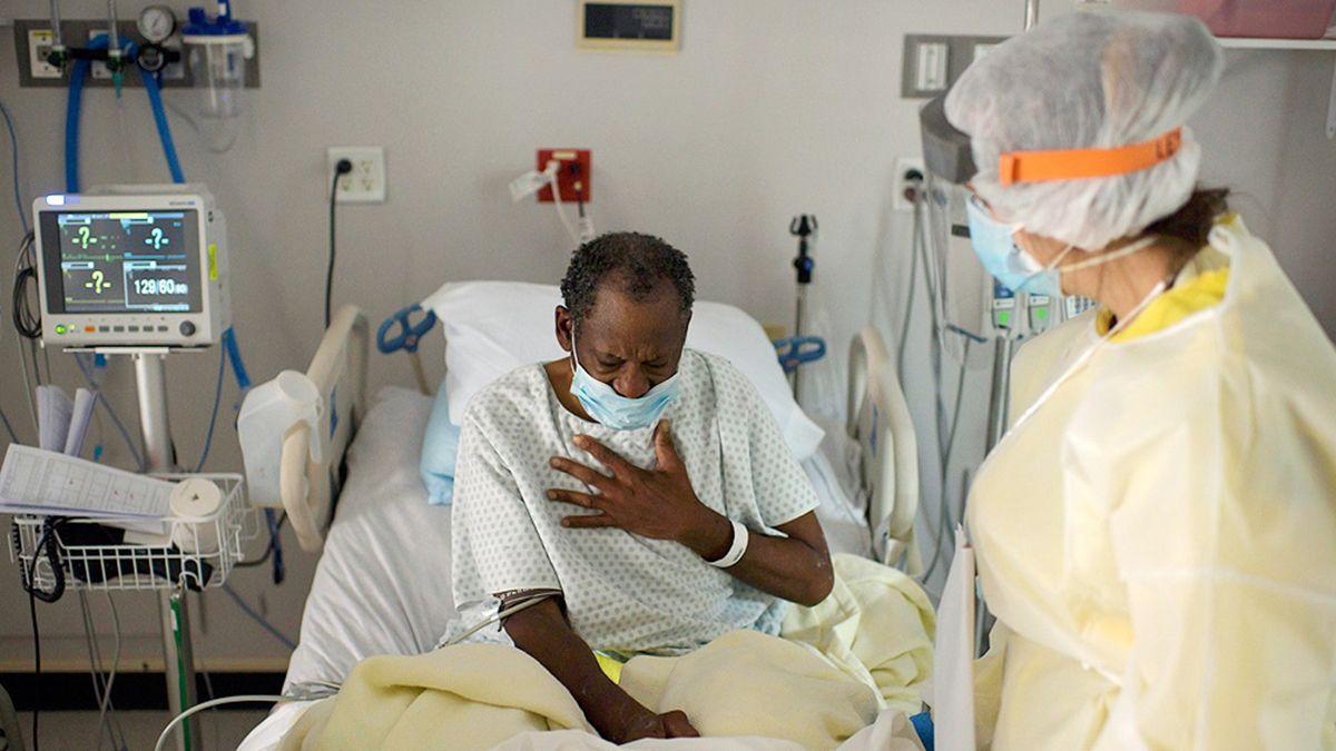 Triple récord de contagios, muertes y pacientes internados en EE.UU.