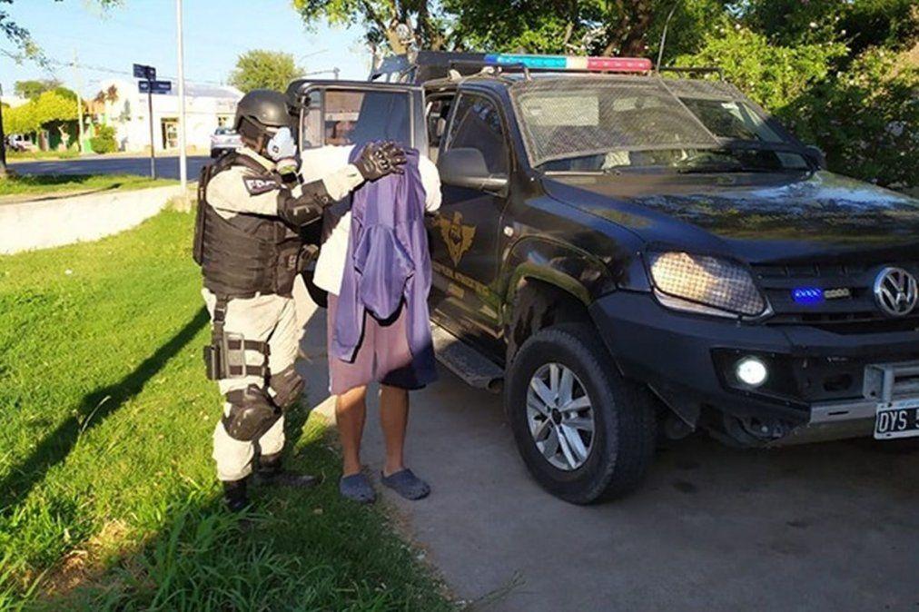 La venta era realizada por un hombre de 28 años que tenía pedido de captura en terrenos usurpados de barrio Las Acacias.