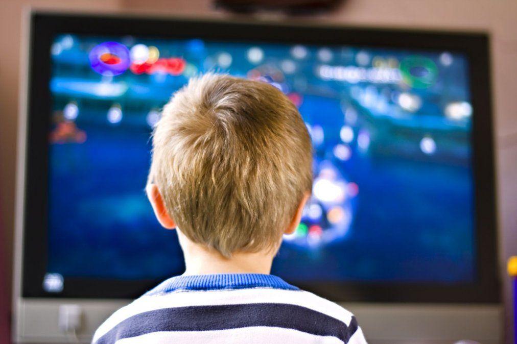 El impacto de las pantallas en niños y adolescentes
