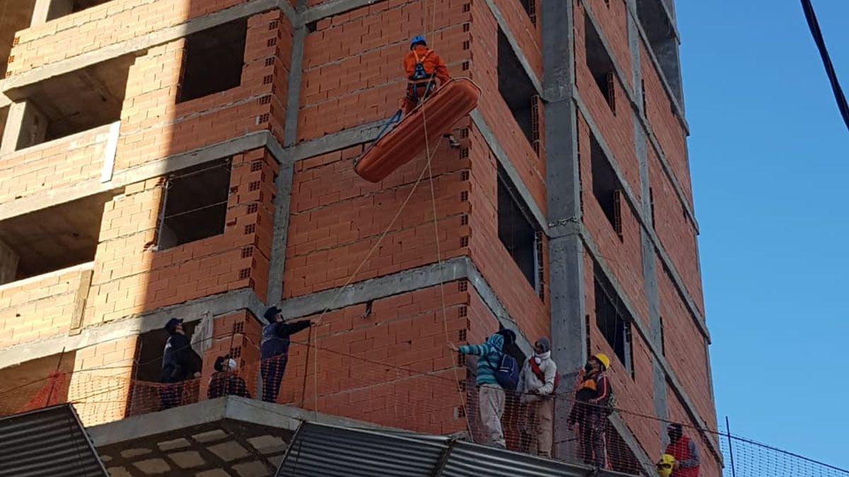 El obrero fue rescatado por personal del DUAR