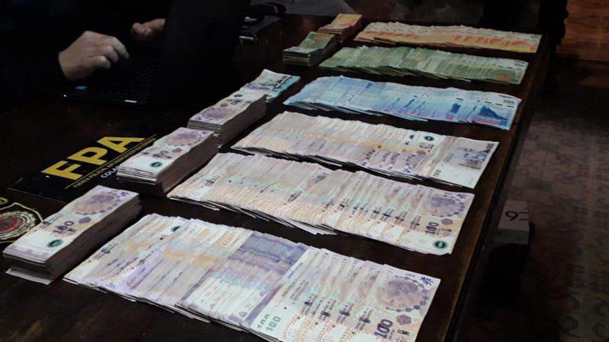 Personal de FPA secuestró dinero en efectivo y varias dosis de marihuana y cocaína.