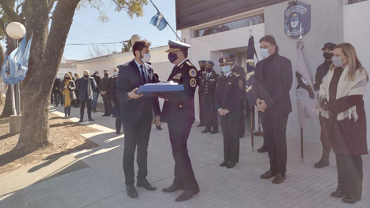 el intendente Morra junto al jefe de la Policía Federal Argentina y el ministro Mosquera inauguraron la sede de la Unidad Operativa.
