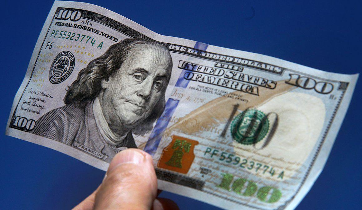 El dólar paralelo pegó un salto de $ 10  y quebró otro máximo histórico: $ 167