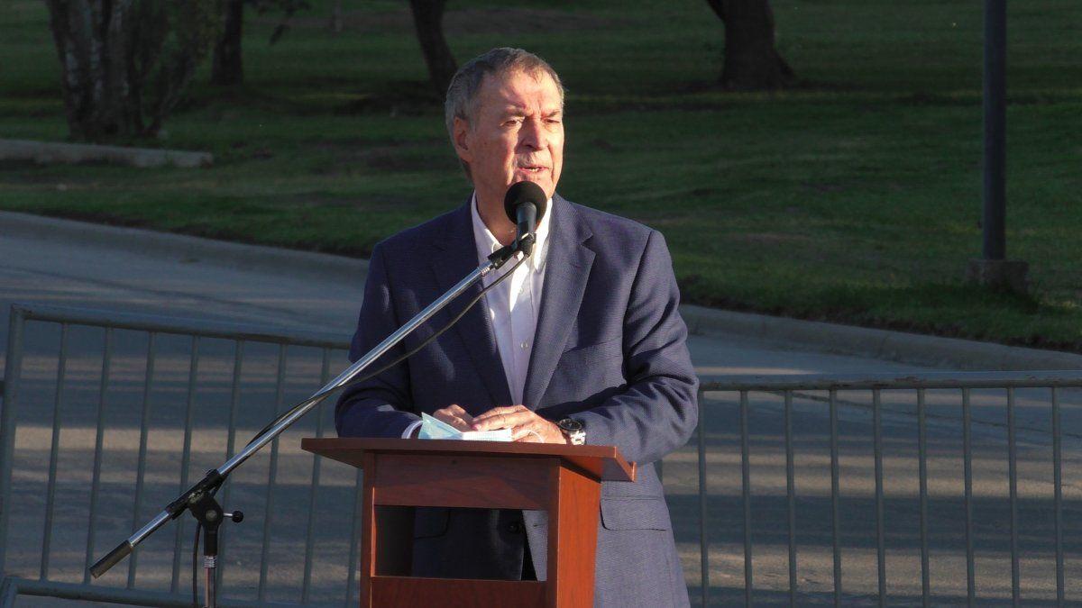 El Gobernador encabezó el acto de inauguración del monumento a Juan Bautista Bustos .