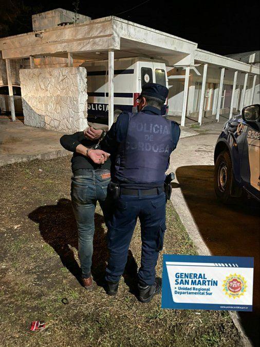 Ocasionó disturbios frente a la Policía y terminó arrestado