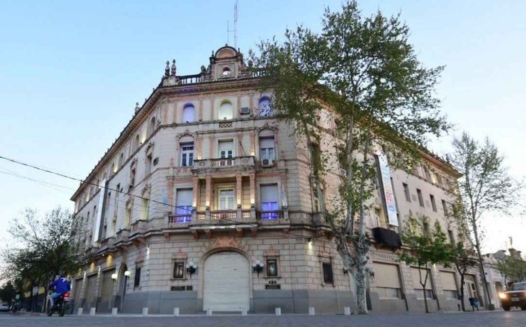 El Palacio Municipal y Puente Perón se iluminarán de azul