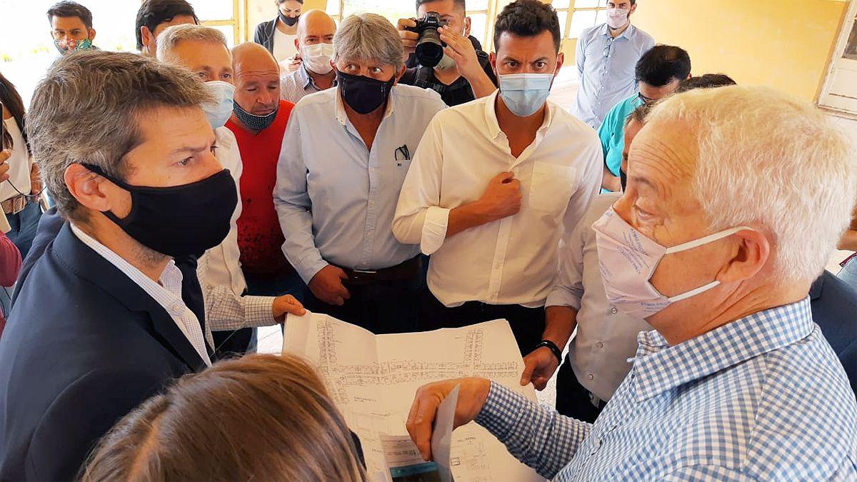 El ministro Lammens recorre las obras de reacondicionamiento de la Unidad Turística de Embalse.