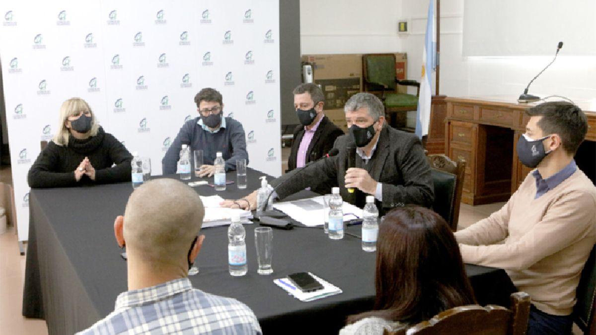 Darío Fuentes encabezó la conferencia de prensa junto a la oposición.