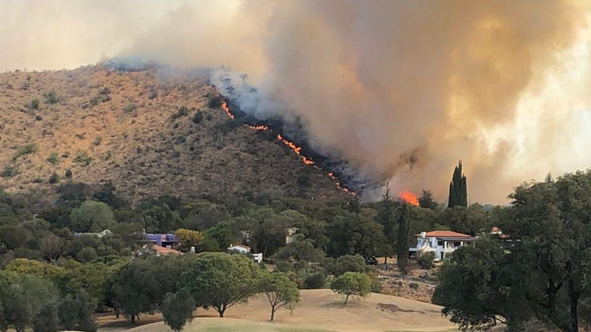 Alarma en Alta Gracia por un incendio que puso en vilo a una zona poblada.