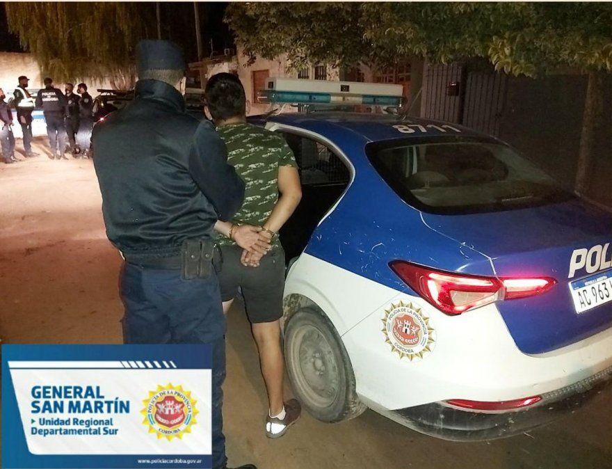 Los efectivos constataron en el lugar la situación de violencia familiar y detuvieron al joven.