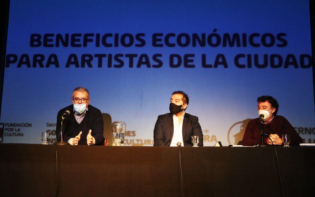 El secretario Vieyra anuncia ayudas para los artistas.