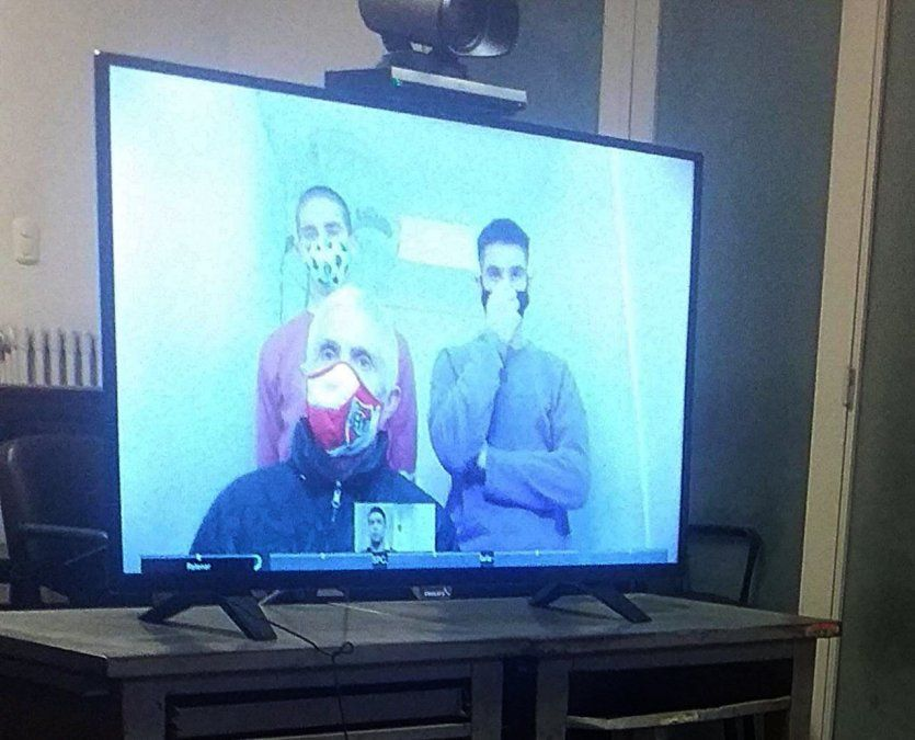 Los imputados siguieron el juicio por videollamada desde el penal de barrio Belgrano.