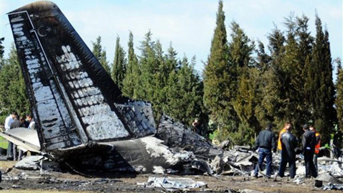 El avión estrellado en Ucrania transportaba a 28 personas.