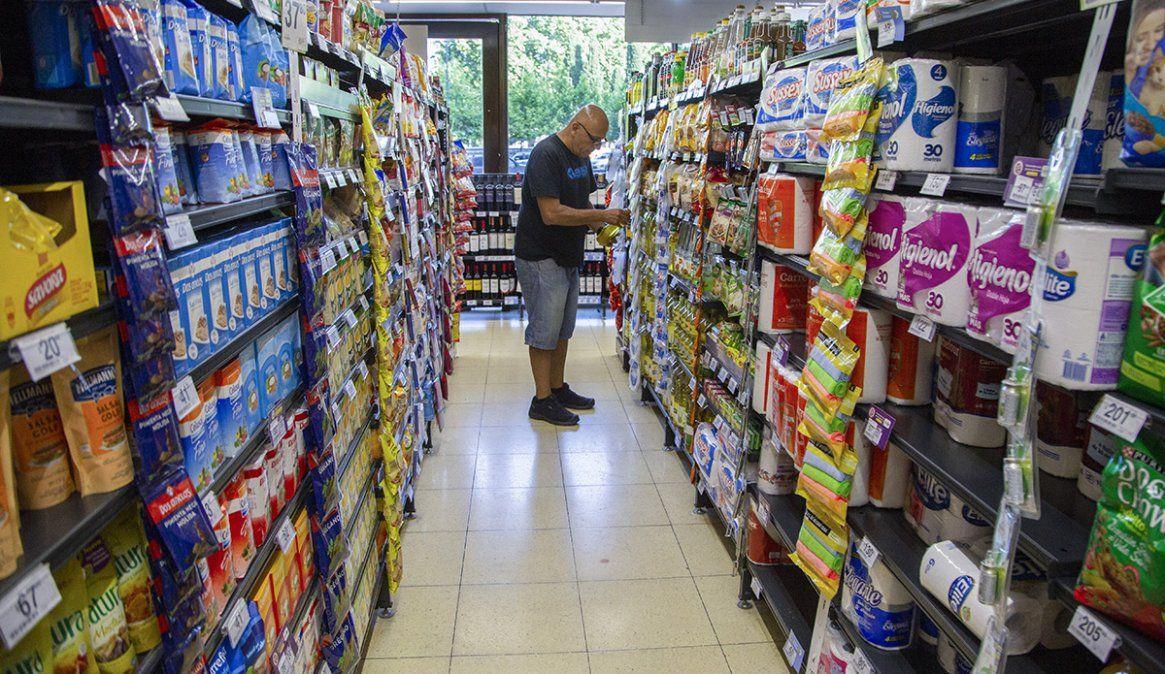 Los consumidores estiman que la inflación superará el 45% en los próximos 12 meses