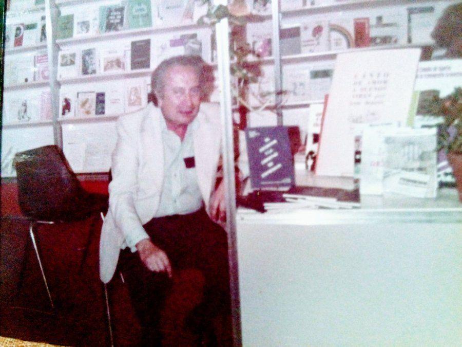 Rodolfo Washington Tallon en la Feria del Libro de Buenos Aires en el año 2000.