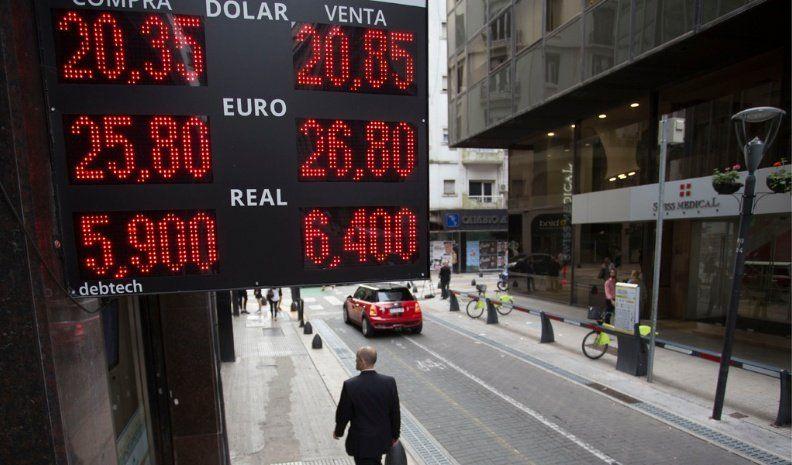 El dólar se disparó y marcó nuevo récord, pese a intervención del Central